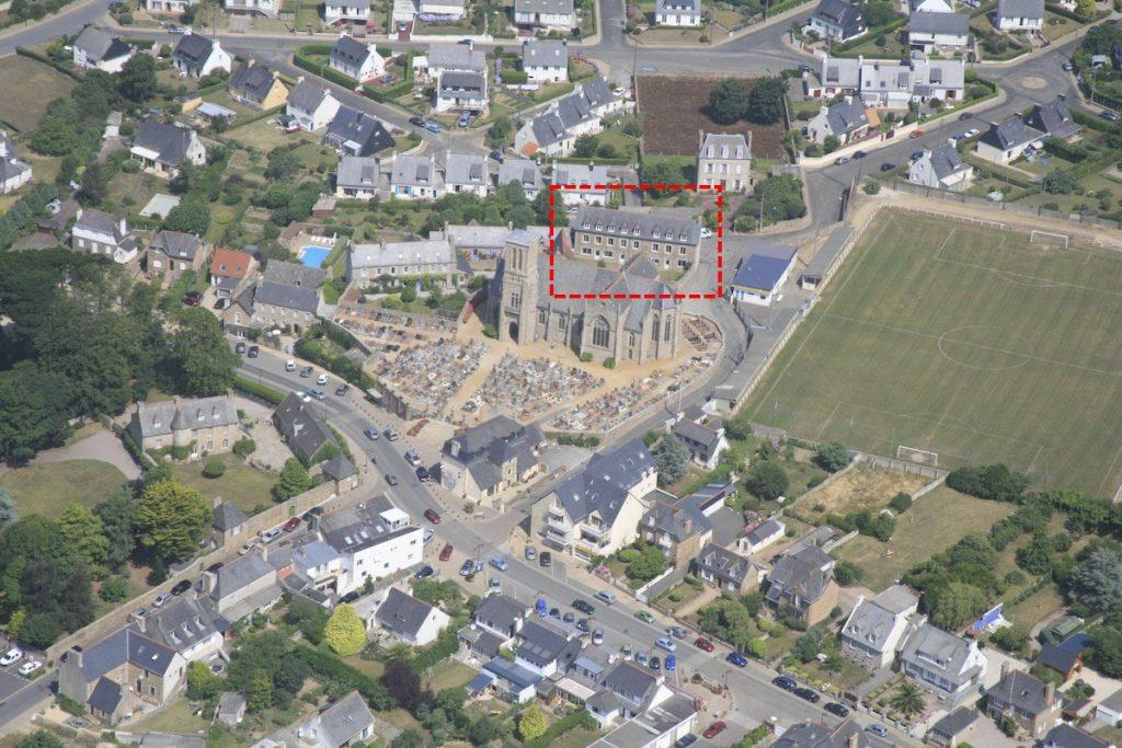 Vue aérienne du centre de Louannec